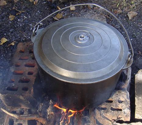 Чорбаджийска лапаница с джолан и свински крачета